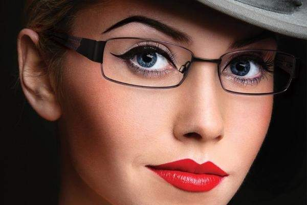 5 Amazing Makeup Tips For Women Wearing Eyeglasses